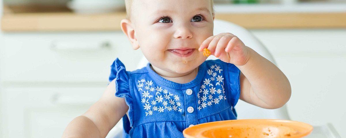 Rozszerzanie diety dziecka – kiedy i od czego zacząć - najnowsze zalecenia.
